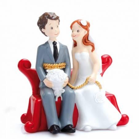 Couple maries sur sofa rouge 13x8h15cm