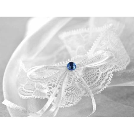 Jarretière en dentelle avec un ruban blanc
