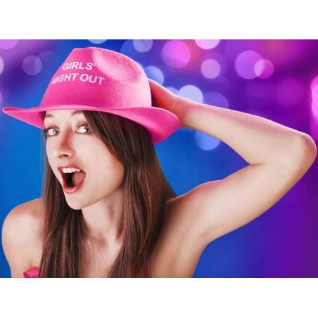 Chapeau de soirée entre filles rose