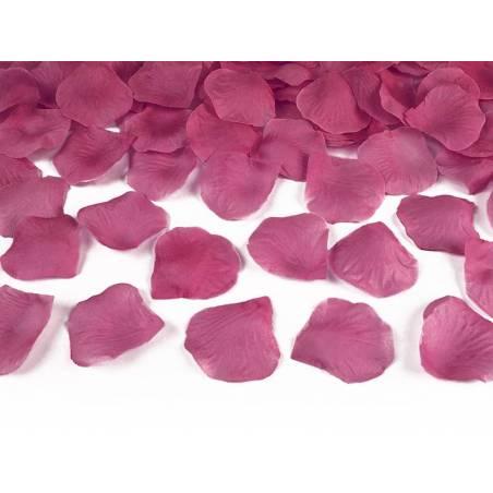 Pétales de rose dans un sac rose